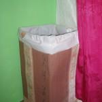 Ефектен кош за пране от картон и тапет